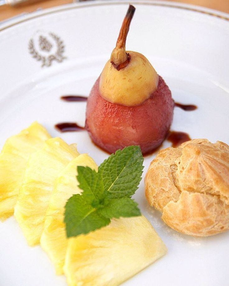 Pear in Port Wine with Pineapple infused in Aniseed #pera #vinhodoporto #ananas #anis #dessert #sobremesa #chaminerussa #stroganovhotel #finedining #coimbra #oliveiradohospital #visitportugal