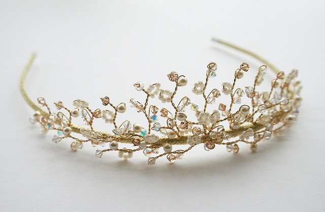 Little Pearl tiara A variation of the Bella tiara, with added seed beads and pearls. It gives it a lovely vintage touch!