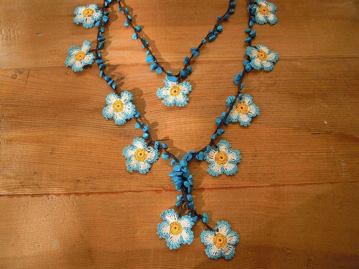 PashaBodrum tarafından tığ işi çiçek kolye mavi beyaz turkuaz