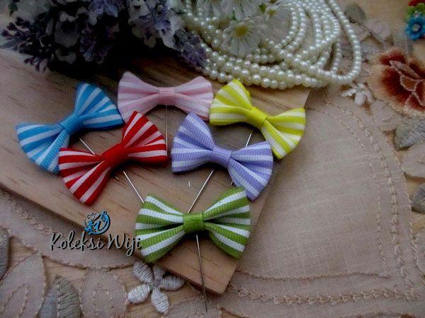 http://koleksiwiji.com/product/helena-tuspin-pita Helena Tuspin Pita Size : Panjang pins 3 cm Diameter pita 3,3 cm Colours : campur seperti gambar Materials : grosgrain ribbon and pins  bros cantik, handamade, koleksiwiji, tuspin cantik, Tuspin hijab -  - #BrosCantik, #Handamade, #Koleksiwiji, #TuspinCantik, #TuspinHijab -