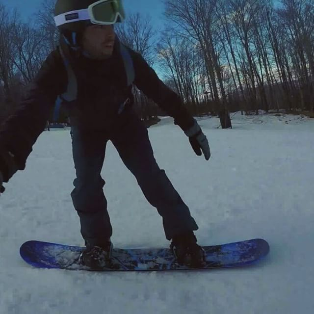 Double Blacks and High-Fives 👋 #tbt #snowboarding #windham #doubleblack #diamond #highfive #gopro #footage #inthezone #shredding #instagood #igdaily #live #life #blessed 🎥 cred: @mariobrophoto