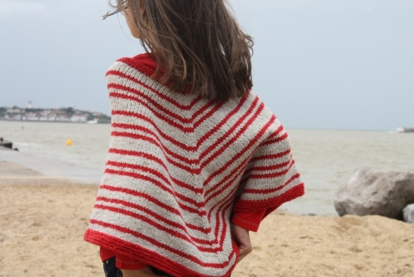 Poncho Kailua   http://www.kids-tricots.fr/fiches-tricot-enfants/fil/559-poncho-kailua-105.html