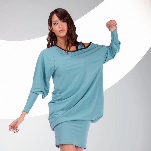 ROBE ATAYIA de chez Chilia : Fluide et modulable, la robe Atayia s'ajuste en un clin d'œil. Les épaules asymétriques soulignent vos gestes en souplesse… A porter courte ou longue : c'est vous qui décidez !