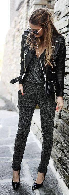 This pantsuit looks soooooo comfortable. And cute. And who doesn't love a leather jacket 😎