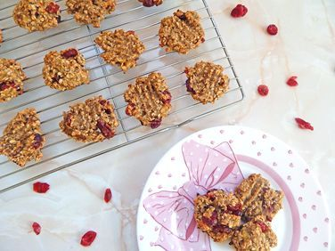 Yummy and Healthy 3 Ingredient Oats & Cranberry Cookies