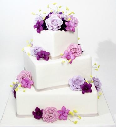 Simply beautiful cake... Buddy from Cake Boss!