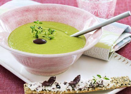 Grön ärtsoppa med fetaost och olivknäcke | MåBra - Nyttiga recept