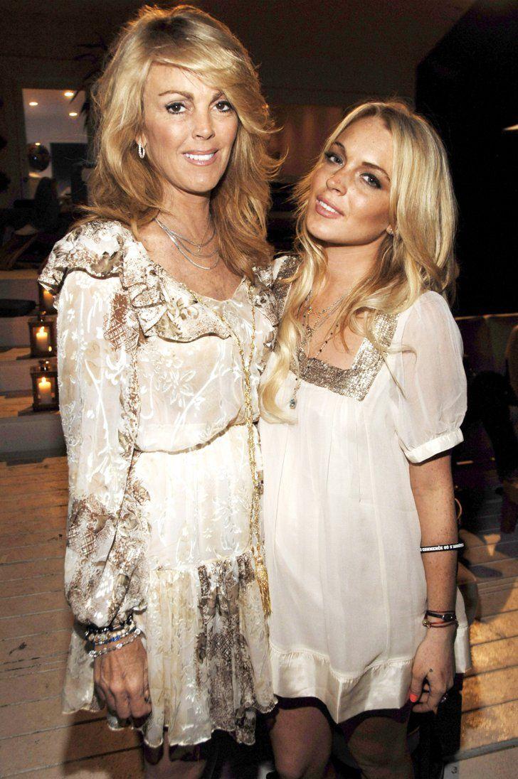 Pin for Later: Une Maman, S'est Sacré – Même Pour les Stars Lindsay Lohan Lindsay et sa maman, Dina Lohan, lors du 21ème anniversaire de Lindsay en Juillet 2007.
