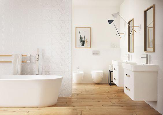 Łazienka w meblami Pure i drewnopodobną płytką podłogową