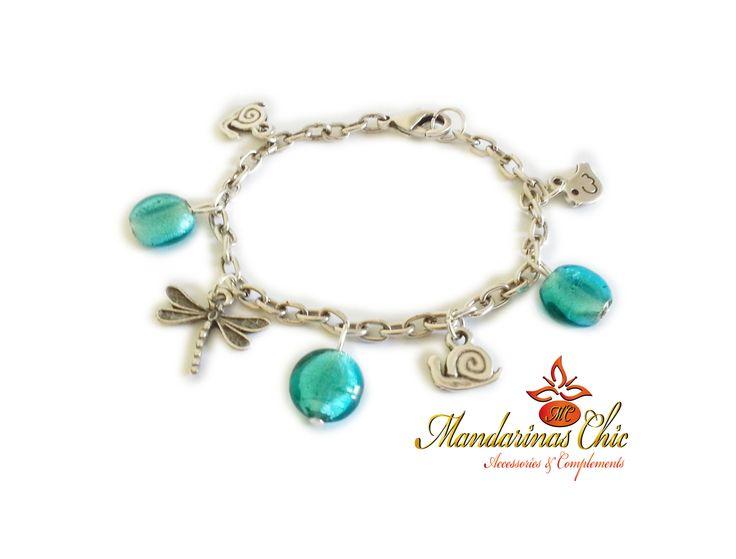 #Pulsera con colgantes; libélula, pájaro y caracol, cristales, cadena y cierre de zamak bañados en plata. #MandarinasChic #Moda #Mujer