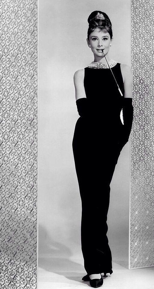 Audrey Hepburn & Tiffany Breakfast ...little black ;)