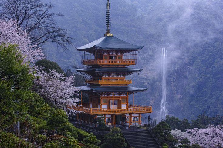 那智大滝(和歌山県那智勝浦町)