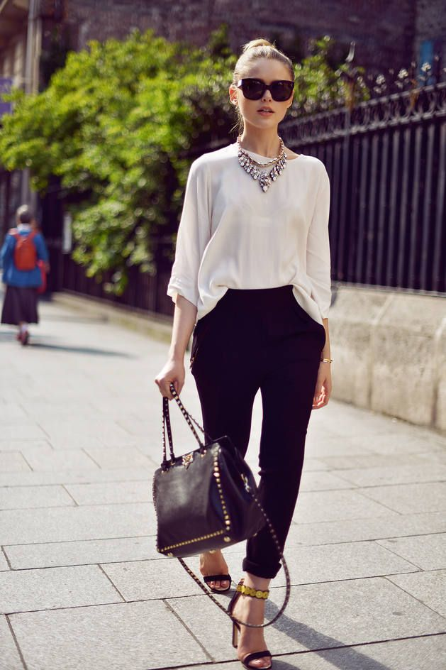 FrontDoorFashion.com - Professionally styled outfits delivered straight to your door!