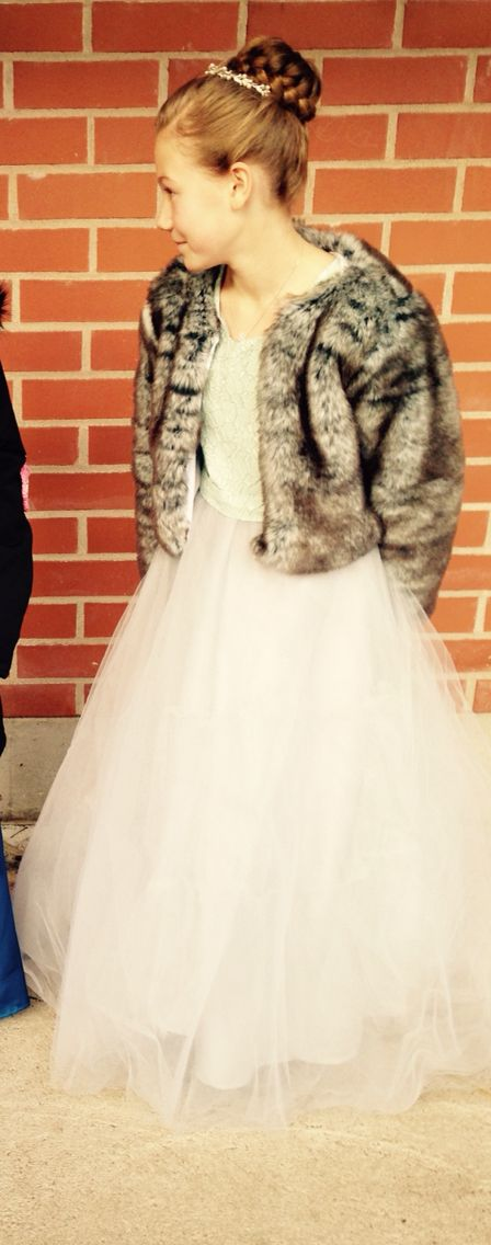 Tyttärelle tehty mekko, takki ja kampaus :)