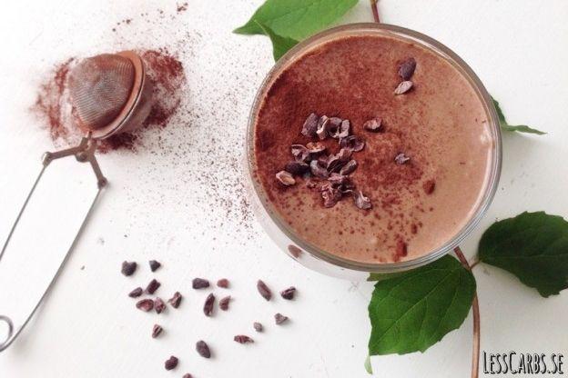 Chokladsmoothie with cocoscreme kokosgrädde almond mandelmjölk/cashew/kokosdryck raw kakao cocoa avokado