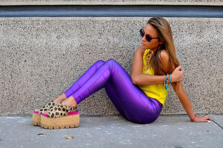 Outfit del día por las calles de Santiago  Pantalones: Soy Tendencia  Zapatos: Wild Like Me, Argentina  Polera: Stradivarius  Camisa: Calles de Nueva York  Collar: Bimba & Lola  Anteojos: Ray Ban  Pulseras: Feria en Bali, Indonesia