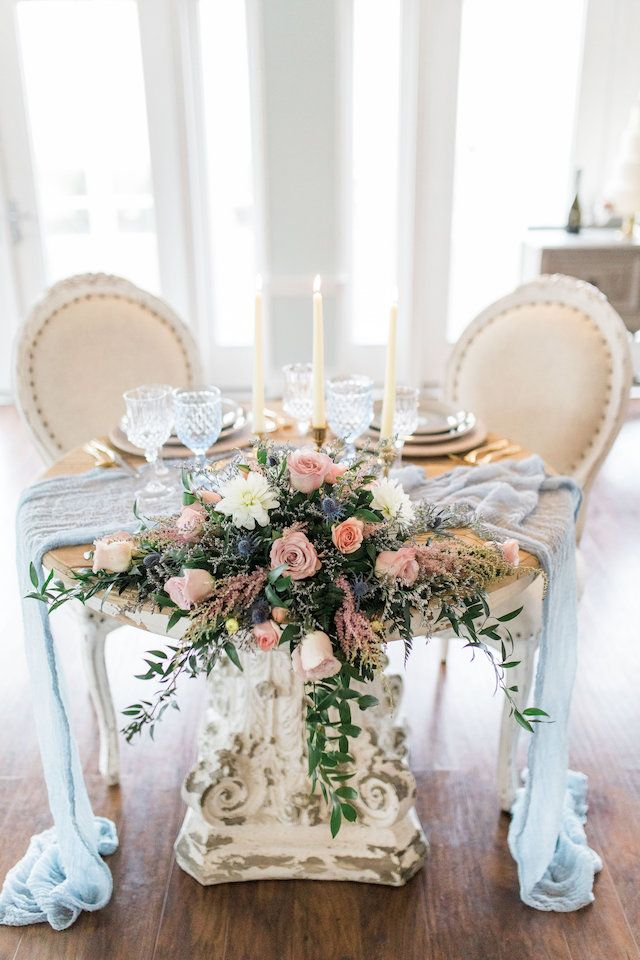 Classy and timeless sweetheart table | 1783 Photography