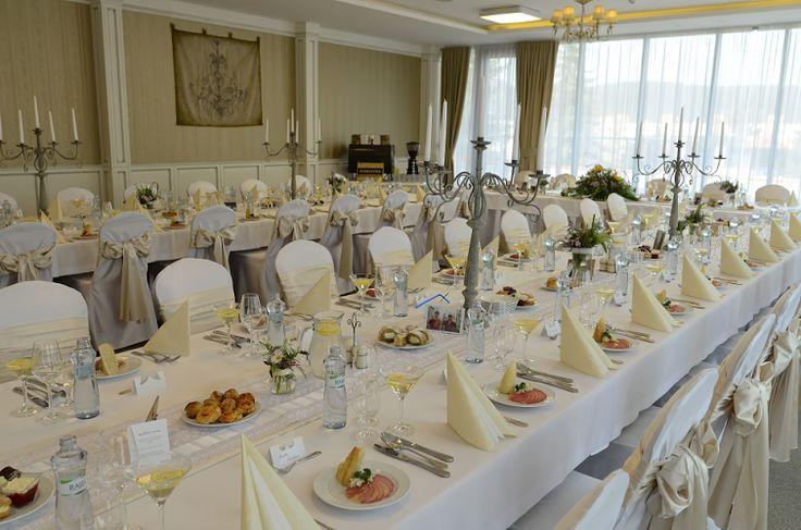 Všetko pripravené na príchod svadobčanov. Svadobná veselica sa môže začať...