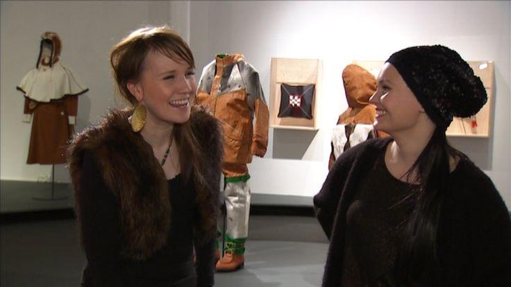 Märät säpikkäät -ohjelmassa nähdään räväkkää saamelaisparodiaa ja rikotaan stereotypioita. Ohjelmassa nauretaan sekä suomalaisille että saamelaisille, mutta ennen kaikkea itselle.