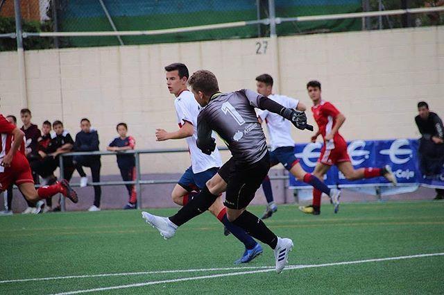 Jasp Iván Biarge Reflejos Seguridad Juego Con Los Pies Proneosports Proneoplayer Proneoteam Proneofutbo Soccer Field Soccer Sports