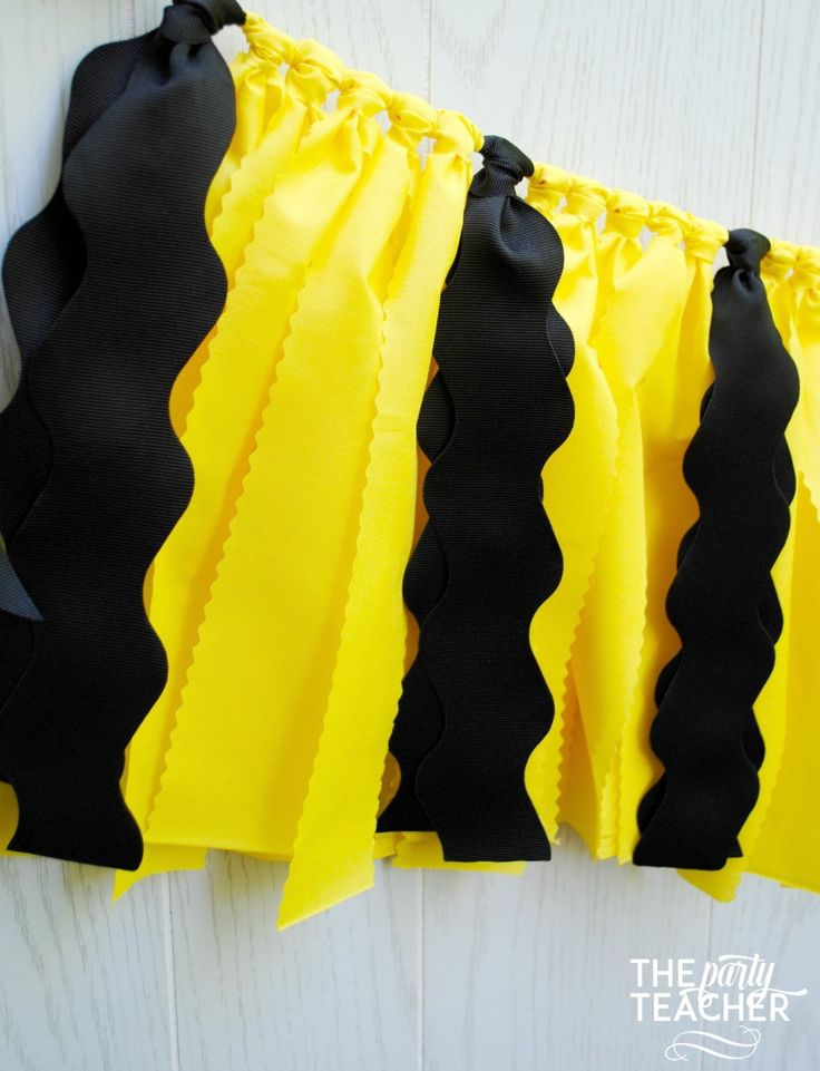 Planning a Charlie Brown or Peanuts party? Celebrate with the classic look of Charlie Brown's yellow shirt with black zig zag stripe. My garlands are very full and neatly hand-tied. And, they are reus