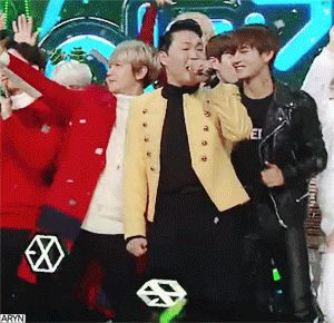 "EXO's Baekhyun and BTS' V show off their cute friendship at ""Inkigayo"" – Koreaboo"