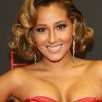 Adrienne-Bailon-Elegant-Short-Curly-Hairstyle-for-Prom