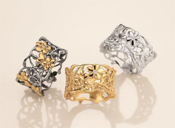 From the Collection Feeling pretty forever beautiful romantic rings with lots of flowers and details.