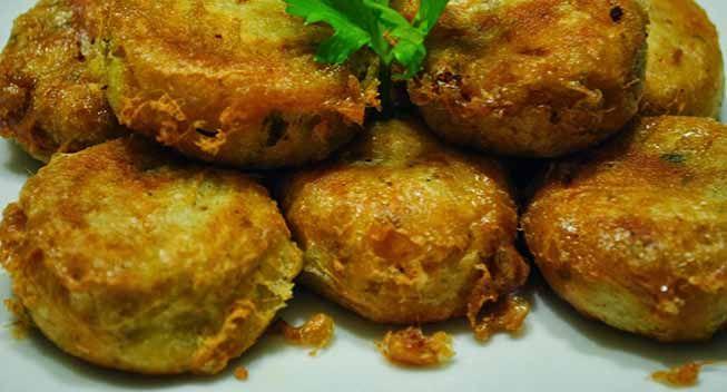 Variasi dari perkedel yang sangat praktis yaitu perkedel dengan daging kornet. Silahkan mencoba pekedel kentang daging kornet #resep #food