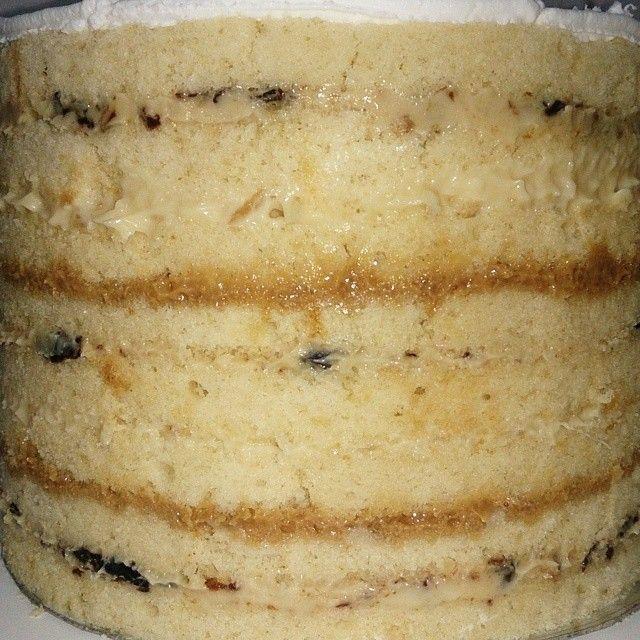 Massa amanteigada, ótima para naked cake e bolos de pasta americana, porque são bem molhadinhas e deliciosas, experimente e surpreenda-se. Quem curtiu dá um UP nos comentários e ajude assim a mais pessoas terem acesso a essa receita.  http://cakepot.com.br/massa-amanteigada/