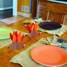 child craft/children create centerpieces by tracing their hands and turning that into turkeys