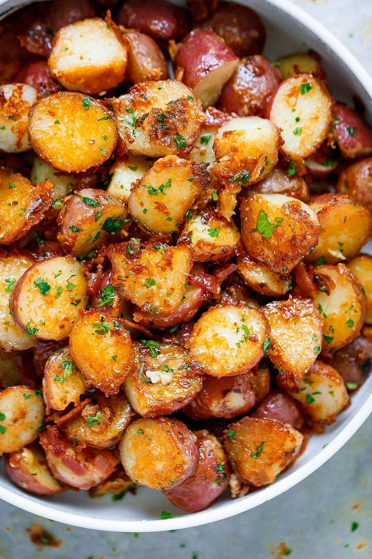 Garlic Butter Parmesan Roasted Potatoes These Epic Roasted Potatoes With Garlic Butter Parmesan Are Perfect Parmesan Potato Recipe Potato Side Dishes Recipes