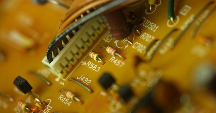 Cómo borrar el CMOS en una placa madre Gigabyte. Si posees una computadora con una placa madre Gigabyte y el equipo experimenta errores relacionados con la memoria o el arranque, o si olvidaste la contraseña del BIOS, debes borrar el CMOS (Complementary Metal-Oxide Semiconductor - Semiconductor complementario del óxido de metal) para restablecer los ajustes a sus valores de fábrica. Después de ...