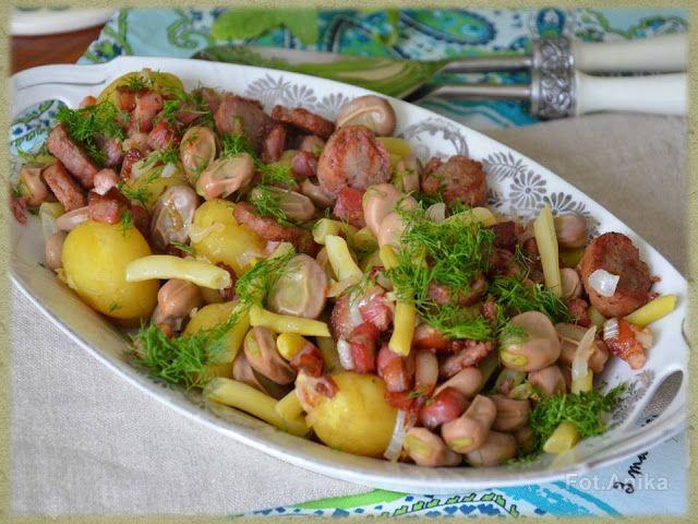 Sałatka z bobu i młodych ziemniaków        Bób jest u nas bardzo lubiany, więc kiedy nadchodzi pora korzystamy z niego, ile się da. Najczęśc...