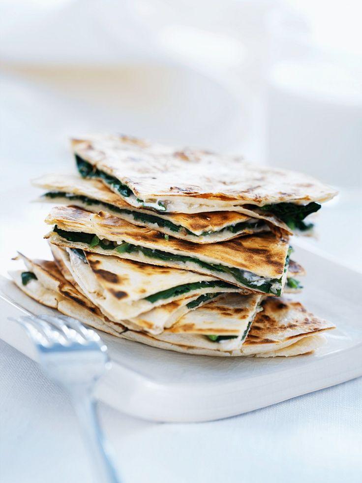 Pizza mit Spinat - so serviert perfekt zum Brunch oder als Fingerfood genießbar!