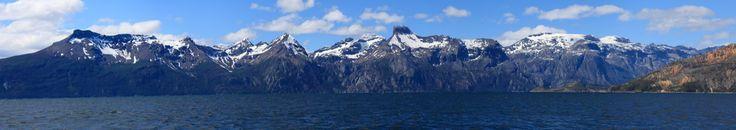 Seno Almirantazgo.Es un fiordo ubicado en la costa occidental de la Isla Grande de Tierra del Fuego, en la XII Región de Magallanes y de la Antártica Chilena. Comunica el Lago Fagnano (compartido entre Chile y Argentina) con el Estrecho de Magallanes, frente al canal Whiteside y a la Isla Dawson. www.panorama.com