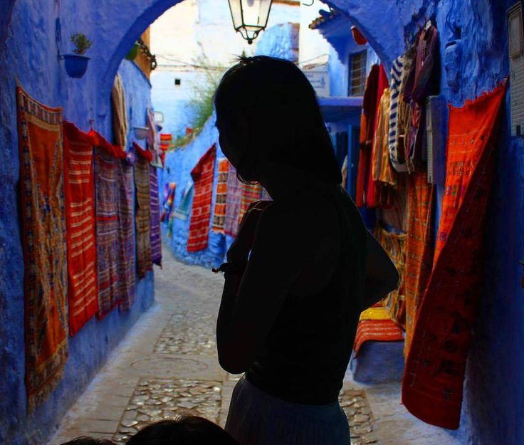 'Chefchauen a.k.a the blue city definitely paves the way to a mystic journey by letting you get lost among those narrow all blue painted streets decorated with colorful rugs and other waved artworks on the walls. Everything looks very amazing and charming there even the expression that you can't see on this woman's face. But the thing about this city is that it makes you feel that expression somehow. You are all invited to discover even more there.' #repost @floresenculo
