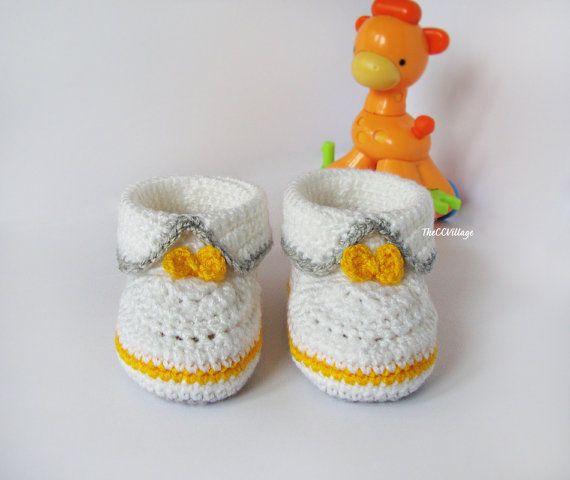 Hoi! Ik heb een geweldige listing op Etsy gevonden: https://www.etsy.com/nl/listing/165254297/wit-grijs-geel-gehaakte-baby-laarsjes
