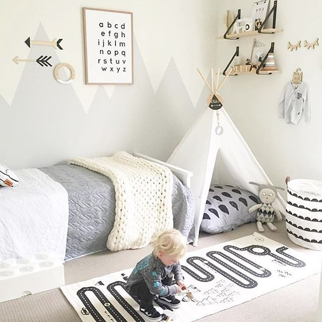 Ollie's amazing big boy room by his clever mummy @myhomestyle89  {pictured: large uppercase O in white. Visit @myhomestyle89 for other gorgeous product details}