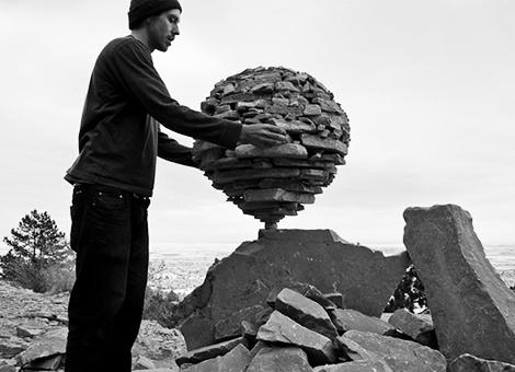 Γλυπτά από πέτρες, βασισμένα στην ισορροπία και ενωμένα με την… βαρύτητα! Michael Grab