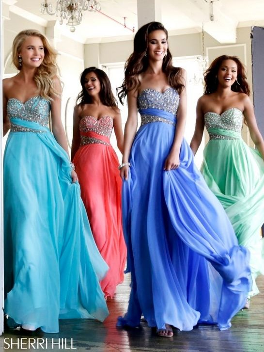 Vestidos de noche corte imperio juveniles y elegantes ¿Cuál es tu color favorito?