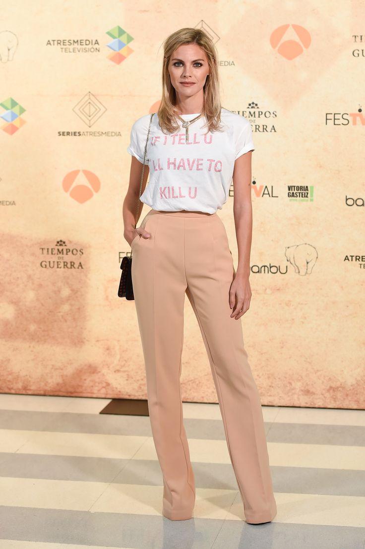 Amaia Salamanca con camiseta de Patricia Conde para Dear Tee y pantalones de Elisabetta Franchi en el Festival de Televisión de Vitoria 2017