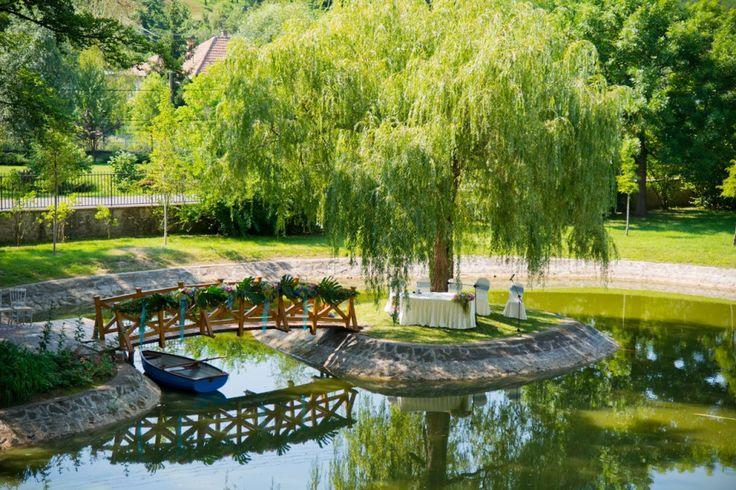 A Prónay-kastélypark, esküvői szertartások helyszíne.