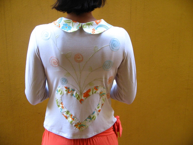 camiseta customizada, por Aliete Couto. Linda!