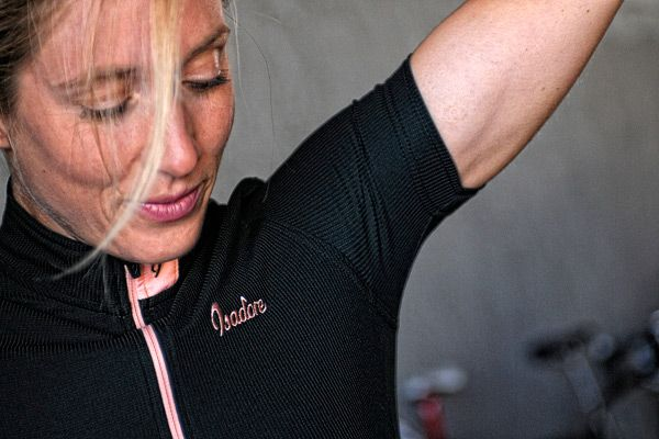 Isadore - Woolight Jersey Jet Black Women - Hot summer riding cycling jersey #cyclingmemories