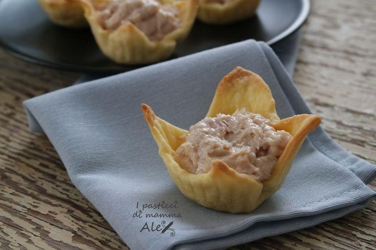 Il Fiore di brisée con crema al gorgonzola e tonno è un antipasto o un secondo davvero sfizioso e saporito.