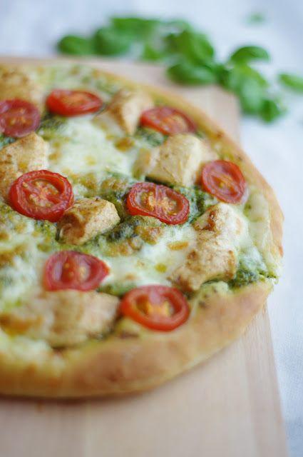 uten gluten: glutenfri luftig pesto-pizza med kylling og mozzarella