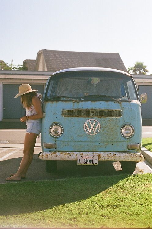 Hippie van Volkswagen Vanagon (2nd generation) I want one of these so bad.  I would love to go on road trip down Route 66 and up the California coast in one.