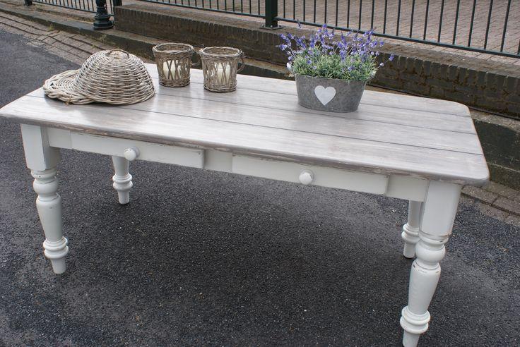 Brocante-tafel-met-grijs-blad-en-2-lades.jpg (3872×2592)