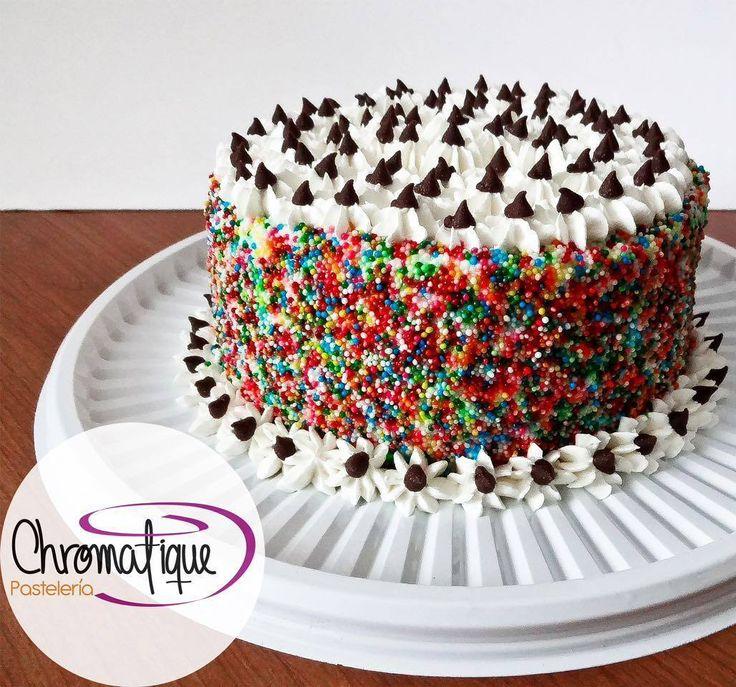 ¿Sabías que Chromatique significa cromático en francés? #happywednesday #felizmiercoles #Cake #Torta #Pastel #ChromatiquePasteleria #Bogota #Pasteleria #PasteleriaBogota #PasteleriaPersonalizada #Colombia #BogotaColombia #food #foodporn #fondant #sprinkles #chocolate